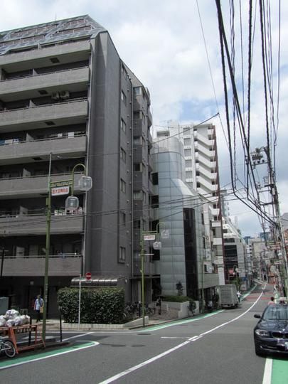 エクセルシオール新宿の外観