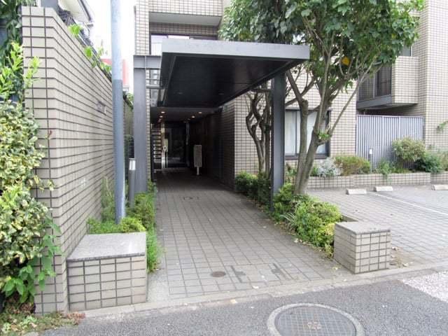 コスモセシオン目黒本町のエントランス