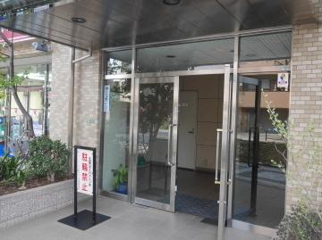 ローヤルシティ田端のエントランス