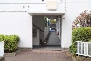 浜田山リッツハウス(A〜D棟)のエントランス