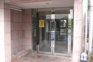 ルーブル駒沢大学のエントランス