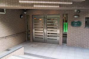 グリーンパーク新宿の杜のエントランス